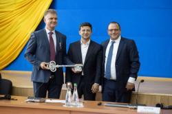 Oficiální předání nového sarkofágu Evropskou bankou pro obnovu a rozvoj a firmou Novarka ukrajinským představitelům (zdroj Černobylská jaderná elektrárna).