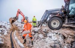 Práce na staveništi elektrárny Hanhikivi (zdroj www.fennovoima.fi).