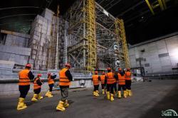 Obrázek z výcviku amerických expertů na radiační ochranu uvnitř nového černobylského sarkofágu (zdroj Černobylská jaderná elektrárna).