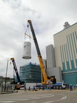 Instalace filtračního zařízení pro ventilační systém v elektrárně Kašiwazaki-Kariwa (zdroj TEPCO).