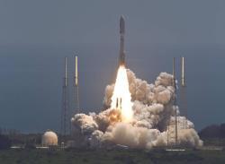 Start rakety Atlas V se sondou Juno (zdroj NASA).