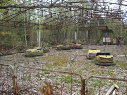 Velmi známý autodrom v Pripjati. Prosba: Nejsem dobrý fotograf. Existuje řada daleko lepších fotografií z oblasti Černobylu. Použil jsem v článku své fotografie hlavně proto, že dokumentují stav z 21. dubna 2016. Pokud je budete někdo chtít použít, prosím o uvedení jejich autora.