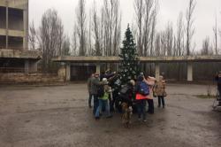Letos se v Pripjati poprvé objevil novoroční stromeček (zdroj https://zik.ua/).