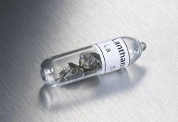 Lanthan hraje významnou roli vmateriálu, který je supravodivý za rekordně vysoké teploty. Kredit: SPL.