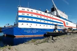Testy plovoucí jaderné elektrárny Akademik Lomonosov proběhly v přístavu v Murmansku (zdroj Rosenergoatom).