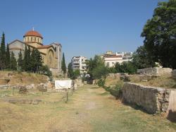 Stará silnice k Akadémii, vedla z Kerameiku, kde žil Sókratés. Kredit: Wikimedia Commons.