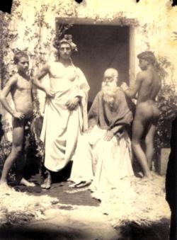 Život v Akadémii v představě fotografa z počátku 20. století. Kredit: Wilhelm von Plüschow .