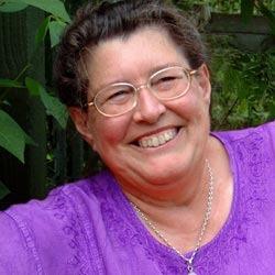 Judy Hallová,bakalářka v oboru náboženských studií, vyškolená léčitelka, autorka knihy Bible krystalů, přeložené do patnácti jazyků. Jejími  klienty jsou členové Sněmovny lordů, Evropského parlamentu, zpěváci popu i lidé úřadu sociálního zabezpečení. Ve svých pobočkách po celém světě propaguje olivín jako aktivátor srdeční čakry společně s čakrou solar plexu. Má být účinným čističem a odhalovat přítomnost jedovatých látek na všech úrovních a neutralizovat je. Jedná se o kámen, který zvyšuje srozumitelnost myšlenek, jejich průzračnost a celkovou pohodu. Je naladěn na přijímání duchovní pravdy a reguluje průběh životních cyklů.