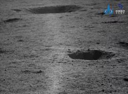 Fotografie pořízená kamerou Nefritového králíka 2 poskytnutá 12. dubna 2019 (zdroj CLEP/CNSA).