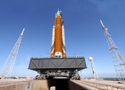 Intenzivní práce na vývoji nového transportního systému pro NASA SLS pokračuje a do pár let už snad bude v operačním provozu (zdroj NASA).