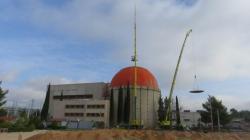Rozebírání kontejnmentu jaderné elektrárny Zorita ve Španělsku, odebírání vrchlíku jeho kopule (zdroj Enresa).