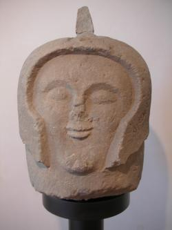 """Hlava etruského bojovníka sloužící jako """"cippus"""" (náhrobní kámen) vpohřebištiCrocifisso del Tufo u města Orvieto. Kredit:  Nixdorf, Wikimedia, CC BY-SA 3.0"""