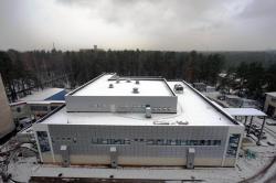 Budova továrny na supertěžké prvky SHE factory (zdroj SÚJV Dubna).