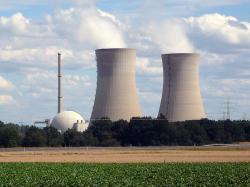 Zatím poslední uzavřenou jadernou elektrárnou v Německu je Grafenrheinfeld (zdroj Reiner Lippert, Wikimedia).