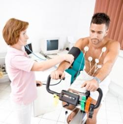 1 Najjednoduchšie funkčné vyšetrenie - záznam EKG pri zvýšenej fyzickej záťaži pacienta (bicyklová ergometria).