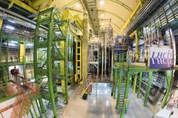 Experiment LHCb využívá srážky protonů na urychlovači LHC k hledání multikvarkových systémů (zdroj CERN).
