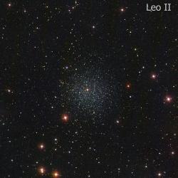 Trpasličí satelit Mléčné dráhy Leo II. Kredit: Giuseppe Donatiello / Wikimedia Commons.