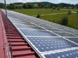 Nejefektivnější je u nás fotovoltaika v podobě decentralizovaných zdrojů na střechách budov (zdroj SOLARENVI)