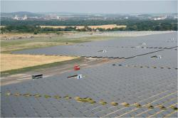 Německý solární park Waldpolenz s  špičkovým výkonem 52 MWp (zdroj Wikimedia).