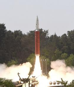 """Odpálení indické protisatelitní zbraně při úspěšném testu """"Mission Shakti"""". Kredit: Ministry of Defence, India."""
