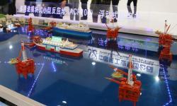 Plovoucí jaderná elektrárna jako model pohání ropné plošiny. Kredit: Weibo.