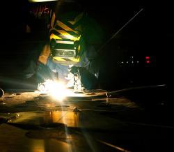 Svařování je věda. Kredit: U.S. Navy / Mate Airman Crystal M. Vigil.