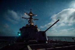 Raketový torpédoborce USS Dewey vPacifiku. Kredit: US Navy.