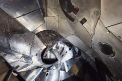 Vnitřek stellarátoru Wendelstein 7-X. Kredit: IPP, Jan Michael Hosan.
