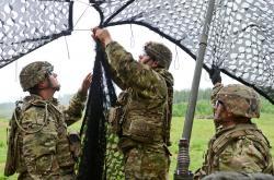Maskování amerického radaru během cvičení vEstonsku. Kredit: Staff Sgt. Steven M. Colvin/U.S. Army.