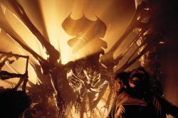 Některé alieny by rozhodně bylo lepší potkat dávno mrtvé. Legendární královna vetřelců vkolonii na LV-426. Kredit: IMDb / 20th Century Fox.