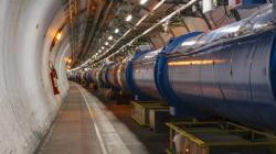 Urychlovač LHC může pracovat i jako zdroj vysokoenergetických fotonů gama a studovat vlastnosti elektromagnetické a elektroslabé interakce (zdroj CERN).