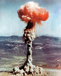 Jaderný hřib při 14-kilotunovém testu Charlie vroce 1951. Kredit: US DOE.