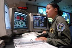 Služba při obraně satelitů, Schrieverova letecká základna. Kredit: US Air Force.
