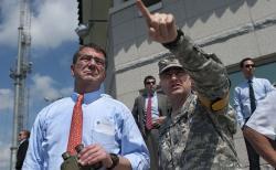 Ministr obrany USA Ash Carter (na snímku zroku 2013). Kredit: US Navy / Chad J. McNeeley.