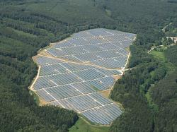 Elektrárna Ralsko Ra1a je součástí jedné z největších fotovoltaických elektráren v Česku (zdroj http://www.sudop.cz/ ).