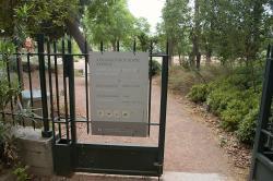 Brána Aristotelovy athénské školy je otevřená. (Nyní je blízko diplomatické čtvrti.) Kredit: Zde, Wikimedia Commons.