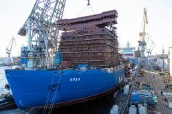 Budování jaderného ledoborce Ural značně pokročilo. (zdroj Baltijskij závod)