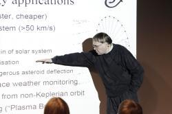 Pekka Janhunen (2013). Kredit: Riina Varol / Wikimedia Commons.