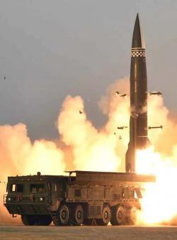 Test nové verze střely KN-23 vSeverní Koreji. Kredit: North Korea State Media.