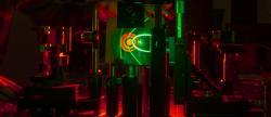 Ilustrativní výzkum laserů na finské Aalto University. Kredit: Aalto University.