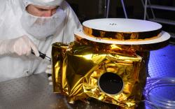 Příprava teleskopu Ralph. Kredit: Kredit: NASA / JHUAPL / SwRI.