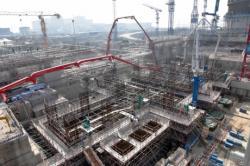 Čína intenzivně buduje všechny nízkoemisní zdroje. U ní se ukáže jejich potenciál v  masivním měřítku. Jaderná elektrárna Fangchenggang bude mít celkově šest bloků. Jako pátý a šestý se budují nejnovější čínské bloky III+ generace Hualong One. (Zdroj CNG).