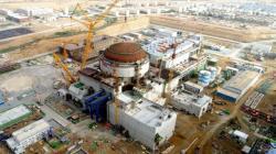 Na druhý blok jaderné elektrárny Karáčí, který je prvním s reaktorem HPR-1000 (Hualong One), v Pakistánu byl umístěn vrchlík vnějšího pláště kontejnmentu (zdroj CNNP).