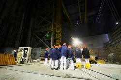 Práce uvnitř Oblouku (zdroj Černobylská jaderná elektrárna).
