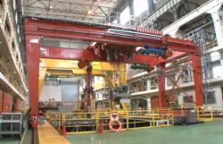 Testování zařízení pro manipulaci s palivovými soubory u třetího bloku v Jokohamě (zdroj Toshiba).