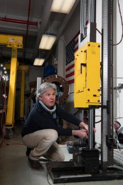 Příprava testu v Ballistics Impact Lab. Kredit: NASA.