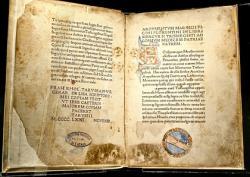 První vydání Ficinova latinského překladu hermetik z roku 1471, Bibliotheca Philosophica Hermetica, Amsterdam. Kredit: Ritman Library via Wikimedia Commons.