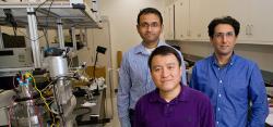 Shanhui Fan uprostřed, ve fialovém. Kredit: Stanford University.