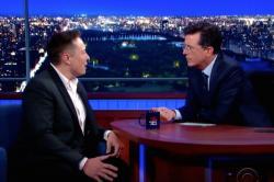 Elon Musk a Stephen Colbert vLate Show. Kredit: CBS.