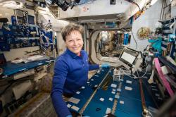 Astronautka Peggy Whitson na Mezinárodní vesmírné stanici. Kredit: NASA.
